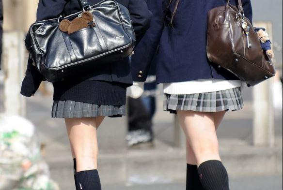 【画像】歩くスケベこと女子高生の通学写真